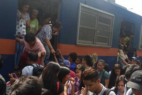 Man dies after being hit by PNR train in Manila