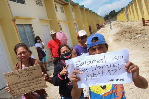 Duterte OKs awarding of unoccupied housing units