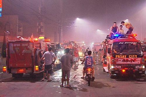 1 patay, 500 residente nawalan ng bahay sa sunog