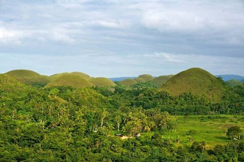 'Resilient' Bohol tourism hopes to weather security woes after ASG foray