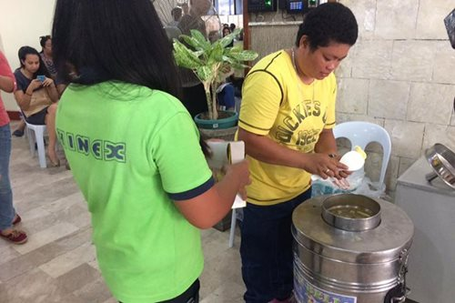 LOOK: BIR gives ice cream to taxpayers in Cebu