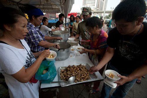 Bangkok to ban street food stalls in clean-up crusade