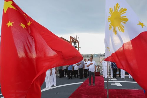 Duterte visits Chinese destroyer