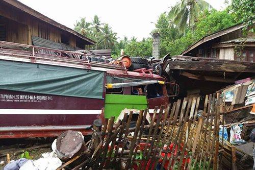 1 patay, 1 sugatan matapos sumalpok ang isang jeep sa tindahan sa Butuan