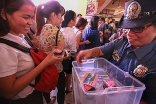 Pagpupugay sa mga ina: Pagdiriwang ng DZMM, pa-roses sa MRT at sa Home for the Aged