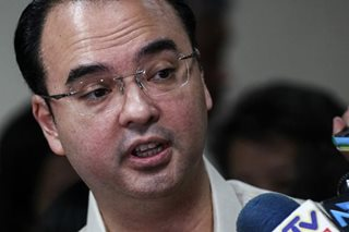 Cayetano visits 'passports office' in Pasay on first day as DFA chief