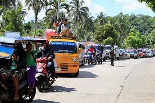 Thousands flee Marawi City amid clashes between gov't troops, Maute bandits