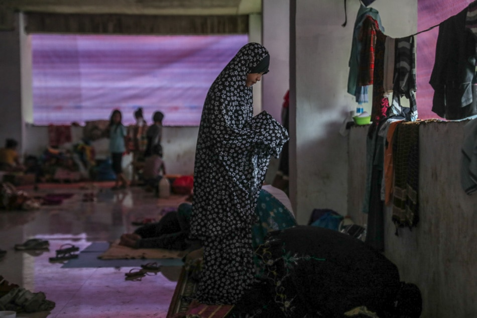 Filipino Muslims observe Ramadan amid firefight