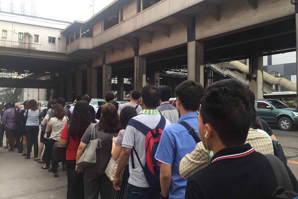 DOTr, MRT apologize for slow trains, long queues 1
