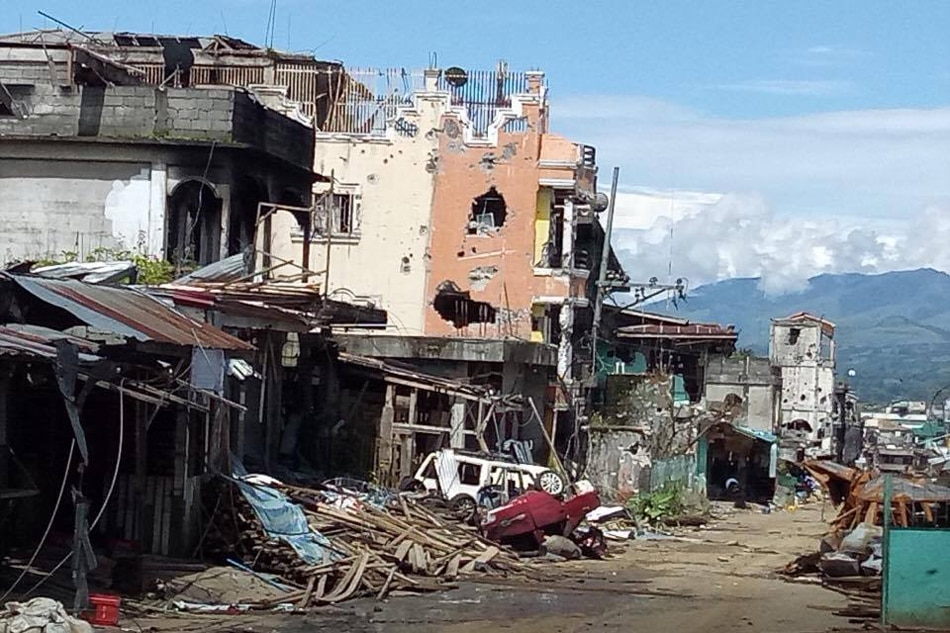 Hostages rescued from terrorists in Marawi