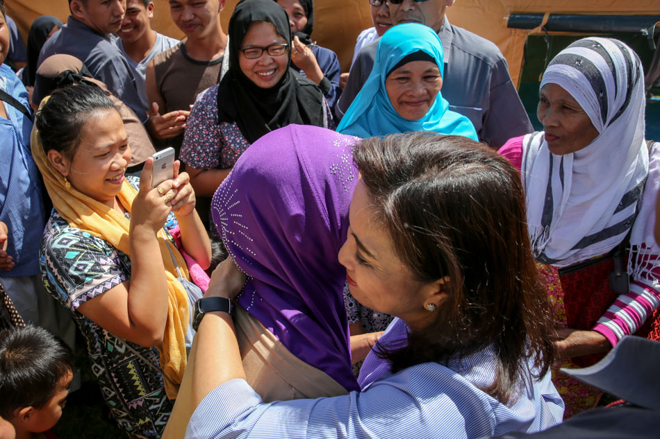 Robredo visits Marawi evacuees