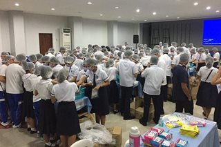 Bacolod City students prepare food for Marawi evacuees