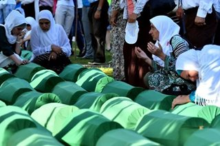 Thousands mourn Srebrenica massacre victims