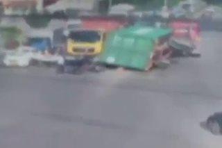 SAPUL SA CCTV: 1 patay sa pagbagsak ng container na karga ng truck