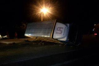 2 sugatan sa tumagilid na truck sa Davao City