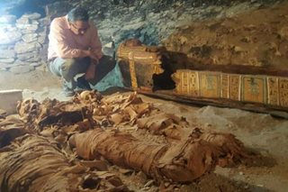 Egypt dig unearths goldsmith's tomb, mummies