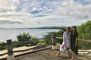 Sisters Shaina, Vina hit the beach in Siargao