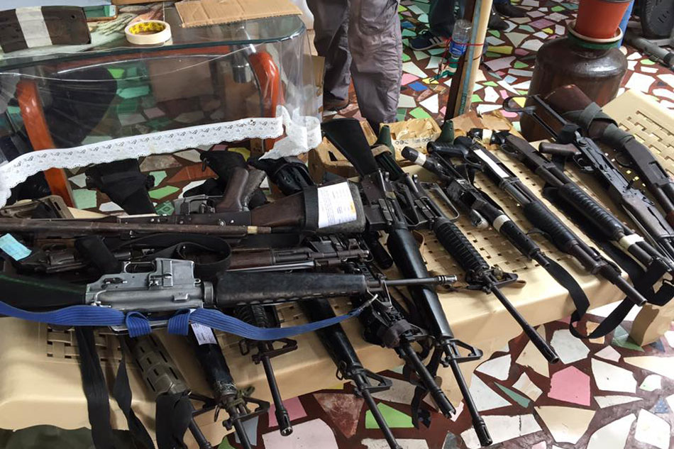 Weapons, drugs seized from cop in Bacolod, suspect says evidence planted 1