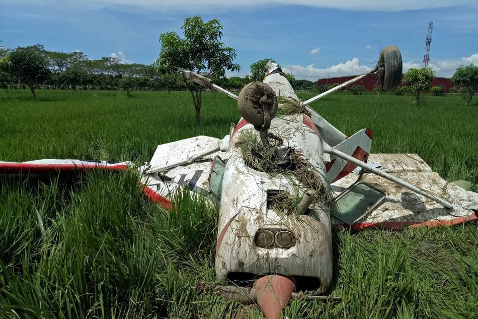 Plane crash lands in Bulacan 2