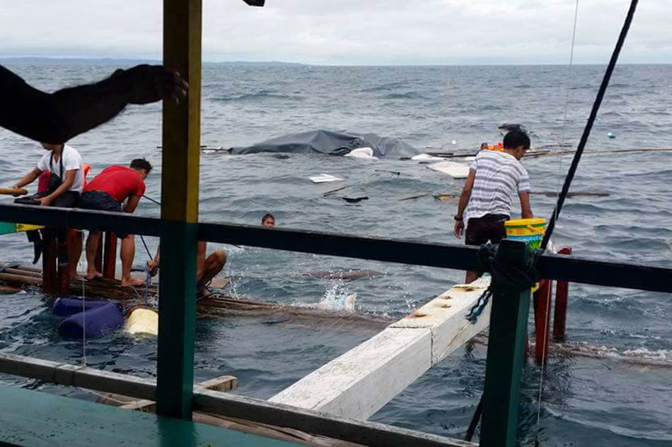 Caught On Video Passenger Boat Sinks Off Quezon Abs Cbn News