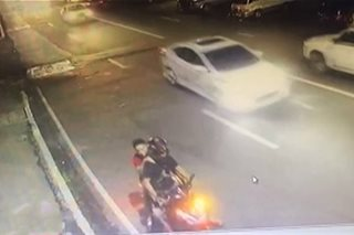 Sapul sa CCTV: Riding-in-tandem, tinugis matapos manghablot ng bag