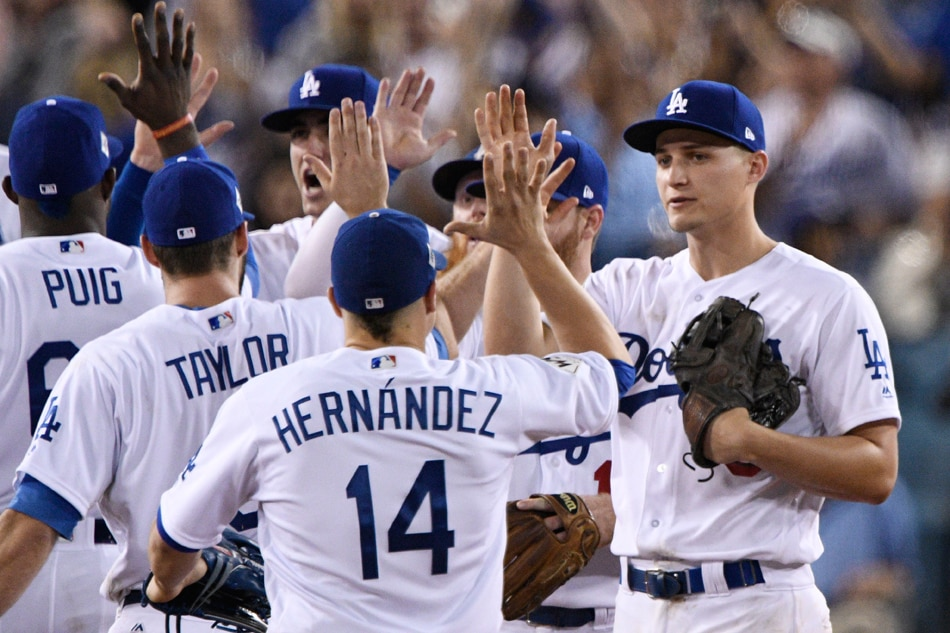 e4295459e Sizzling Kershaw pitches Dodgers to World Series lead