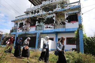 Niloobang mga bahay, daing ng mga 'bakwit' sa Marawi