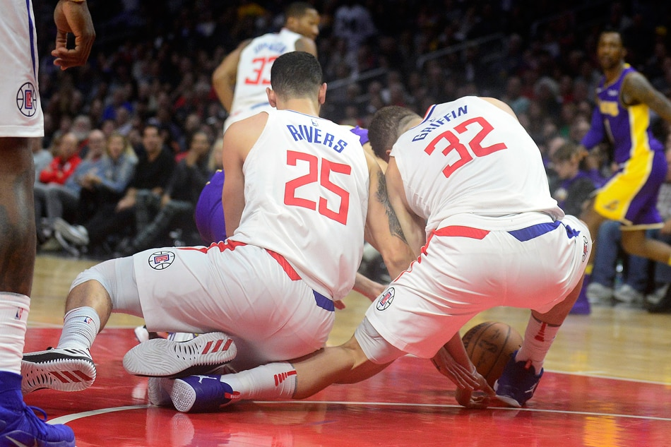 National Basketball Association star Blake Griffin suffers brutal knee injury, video shows