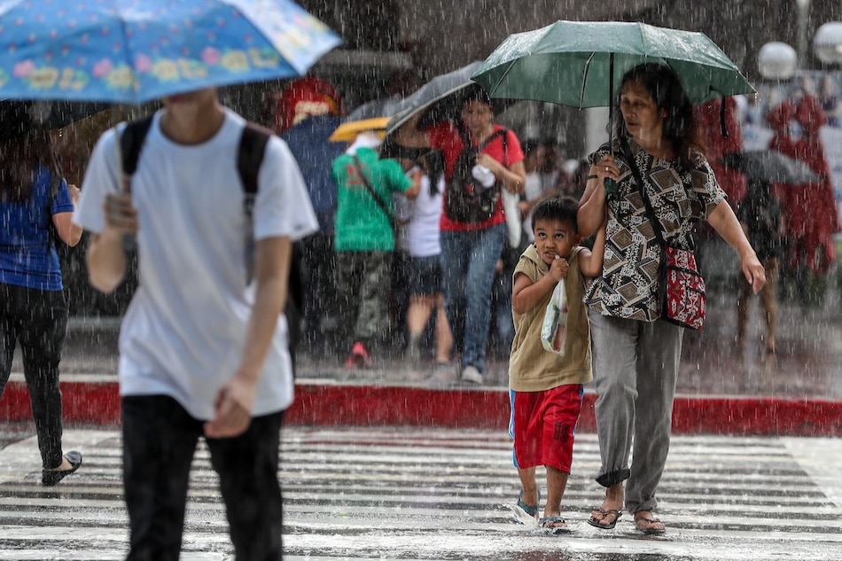 PAGASA warns of heavy rains in Metro Manila, other parts of Luzon