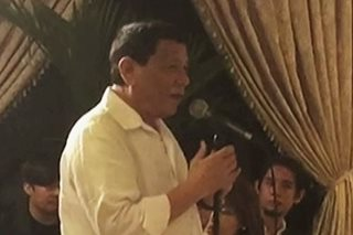 Duterte, sumampol ng kanta't sayaw sa Christmas party