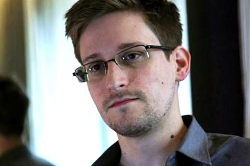 Russia says Snowden can stay till 2020