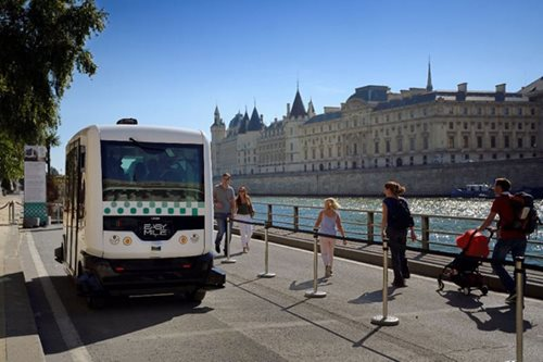 Paris experiments with driverless buses