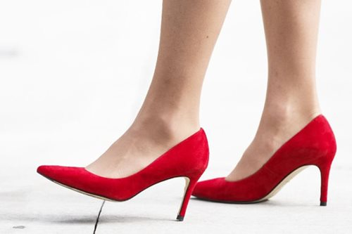 Japan labor minister: Wearing high heels necessary in workplaces