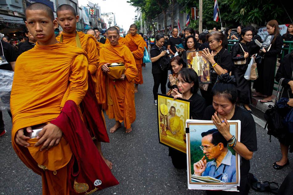 Tribute to Thai King