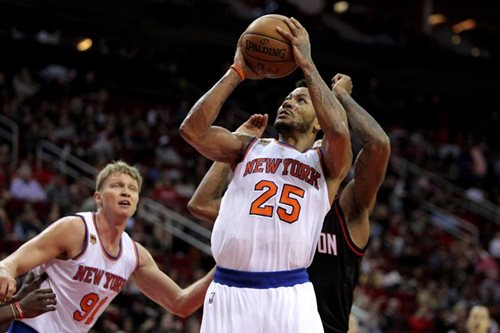 Rose fined, back with Knicks after mystery absence