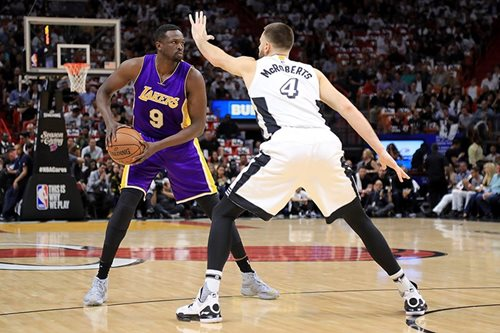 Reports: Timberwolves interested in forward Deng