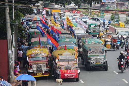 Poe urges transport groups to call off strike