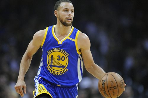 Curry jabs at Trump after Under Armour chief praise