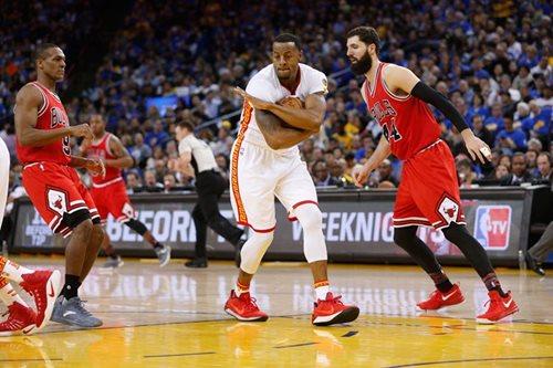 Warriors crush short-handed Bulls