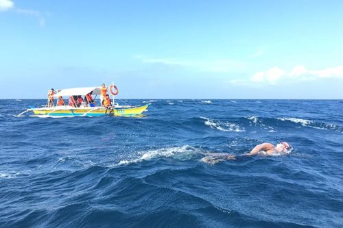 'Pinoy Aquaman' swims from Limasawa to Southern Leyte