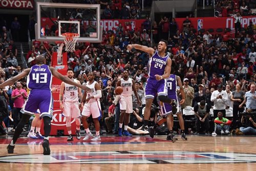 Kings triumph as Clippers collapse