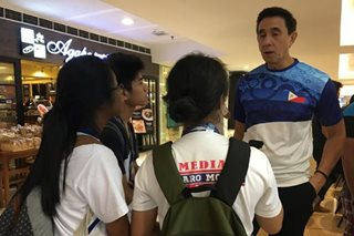 LOOK: Mall passersby stop to meet, greet bowling great Paeng Nepomuceno
