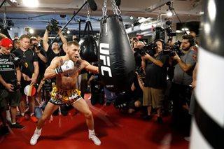 Mayweather, McGregor to wear lighter gloves