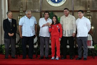 Duterte leads distribution of cash incentives for SEA Games medal winners