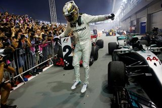 F1: Hamilton wins in Singapore with Vettel out