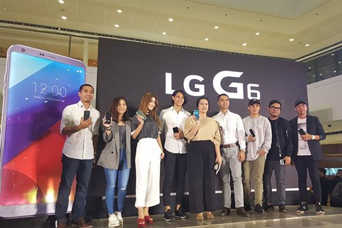LG launches flagship 'social media phone' G6