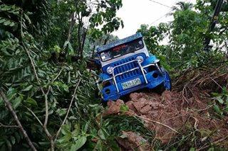 1 patay, 2 sugatan sa pagguho ng lupa sa Camarines Sur