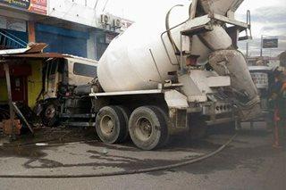 Cement mixer sumalpok sa tindahan sa Pampanga; 3 sugatan
