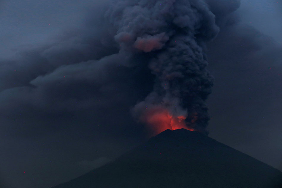 Bali volcano spews smoke for second time this week