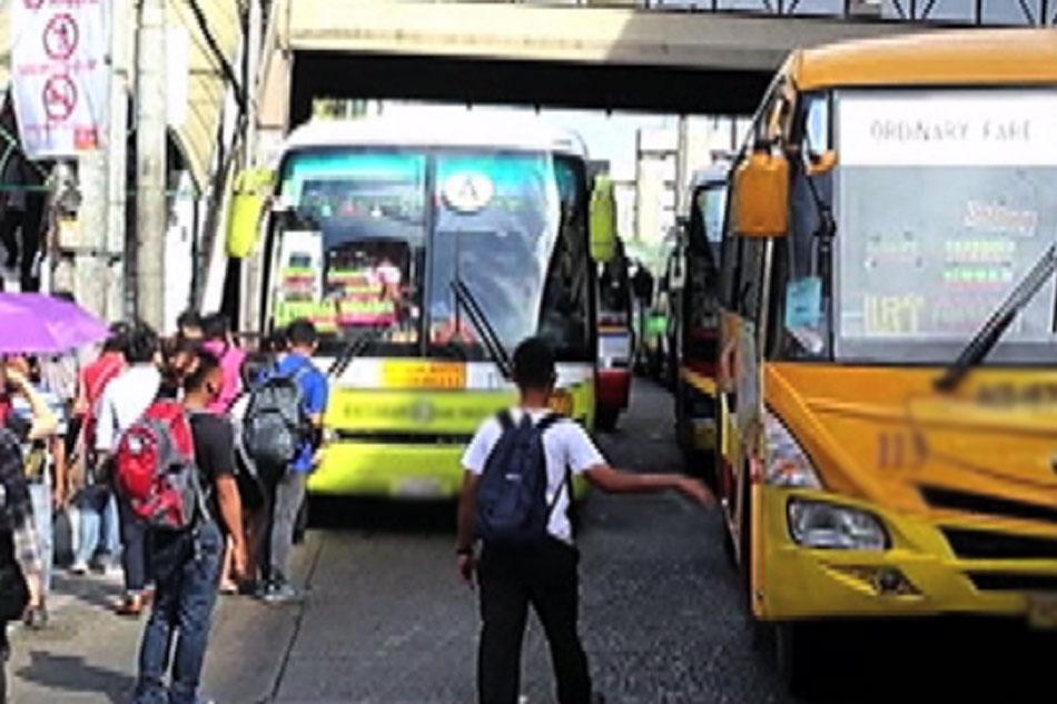 PANOORIN: Biyahe ng pasaherong piniling mag-bus kaysa MRT